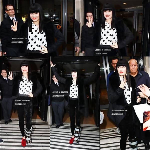 """08.09.11 - Jessie s'est rendu dans les studios de BBC Radio 2 à Londres, pour y enregister son passage à l'émission """" Steve wright in the afternoon """""""