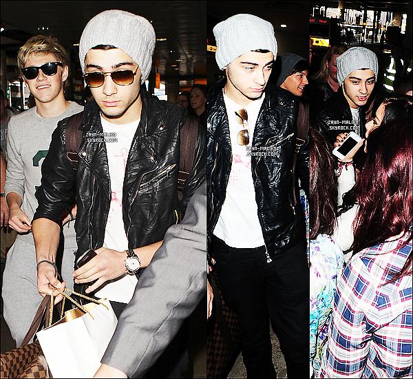 - 24/04/12 : Les garçons ont étais aperçus en arrivent à l'aéroport de « Heathrow ». Après (+) de 2 mois ou plus, les garçons sont enfin de retour à la maison. Retrouver les photos dans L'article, Top pour les habilles alors Ton avis. ?! -