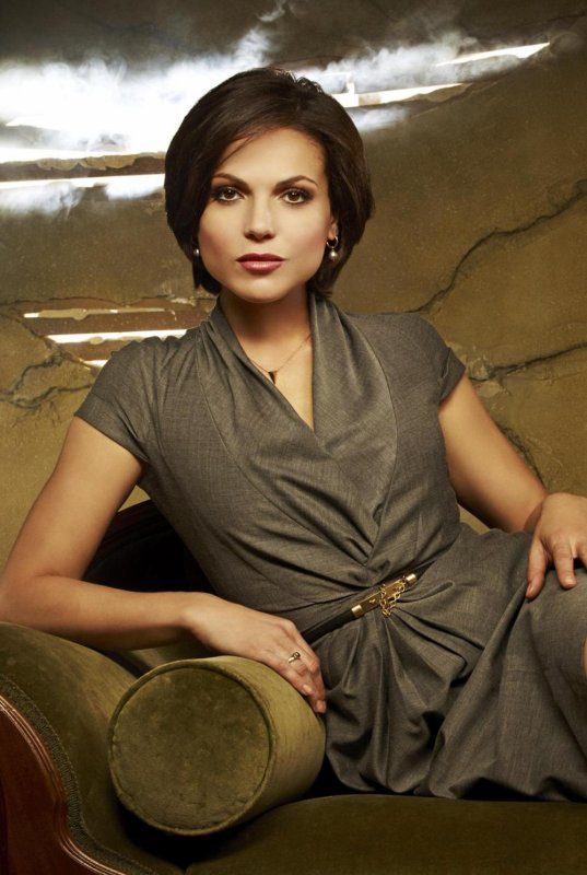 Regina Mills / Lana Parrilla [Page Wiki Once Upon A Time]