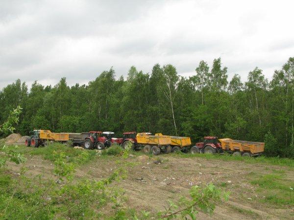 les tracteur et les benne de terrasement