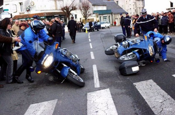 SALUT BON WEEK END A TOUS...ET BON APERO!!!!!!!MAIS ATTENTION AU GENDARMES.....MDR