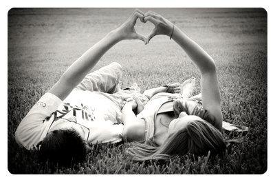 Aimer, ce n'est pas se regarder l'un l'autre, c'est regarder ensemble dans la même direction