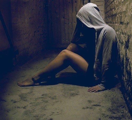 Derrière un sourire se cache souvent une tristesse indémesurable...<3