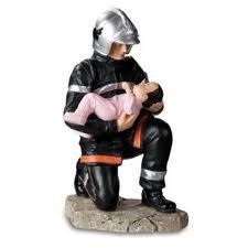 pompier avec bébé