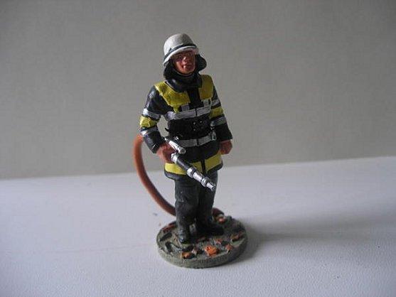 pompier avec lance