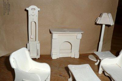 Les meubles pour une maison de poupée.