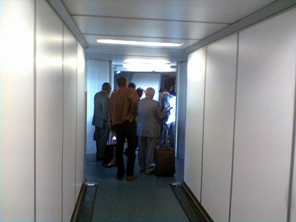 passerelle pour monter dans l'avion octobre 2013