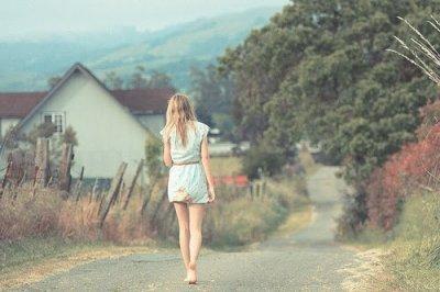 Le grand obstacle du bonheur c'est s'attendre a un trop grand bonheur