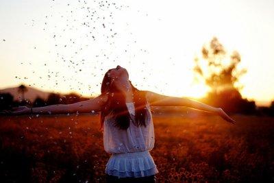 Quand on a 1000 raisons de pleurer, Il faut trouver 1001 raisons de sourire.