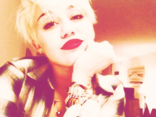 Miley a coupé ses cheveux !!!!! ELLE EST MAGNIFIQUE .