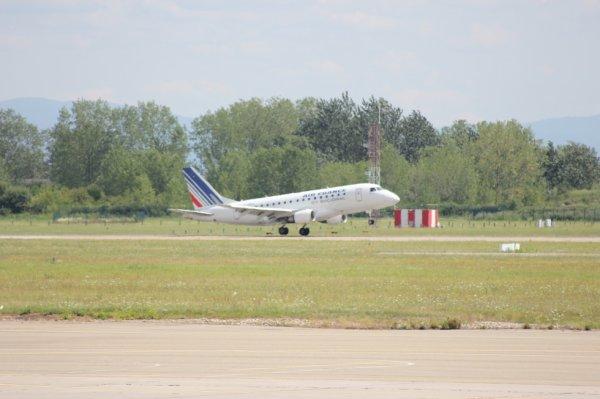 ERJ-190 avant touch