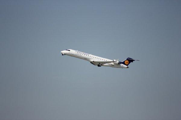 CRJ-701ER au décollage à EuroAirport Basel-Mulhouse-Freiburg