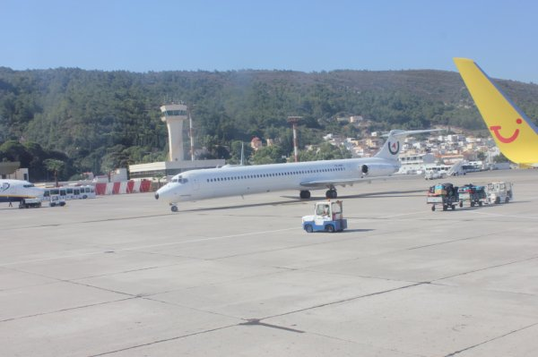 Medaillon Air  McDonnell Douglas MD-83 (DC-9-83)