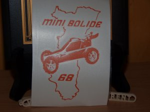 un stickers du mini bolide 68