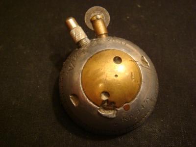 Briquet fait dans une tete de fusée d'obus allemande