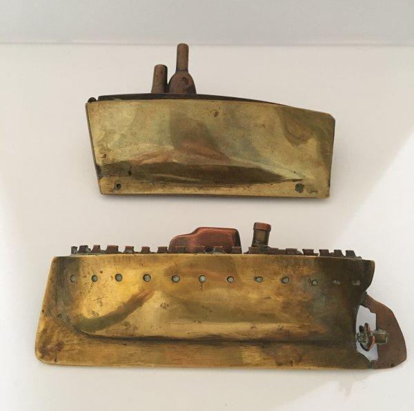 2 briquets de table en forme de bateau