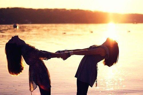 """Chapitre 7: """"On rêve d'une amitié éternelle, puis on se rend compte qu'elle est fragile et rares sont les amis sincère. Une chose est sure, quand on les rencontre, notre existence en est changée à jamais."""