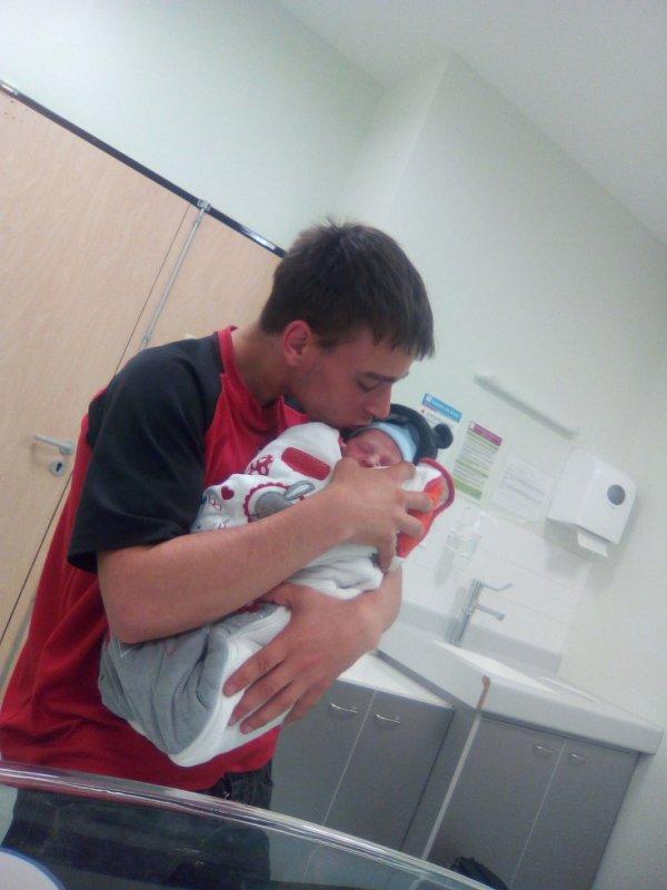 Ethan bébé et son papa