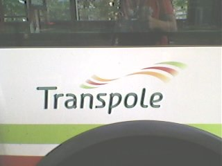 ce bus est a l'emplacement de l'arret d'attente sur la m.w.r.