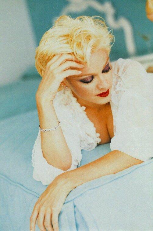 Madonna j adore cette séance photos tiré de l album bedtime stories