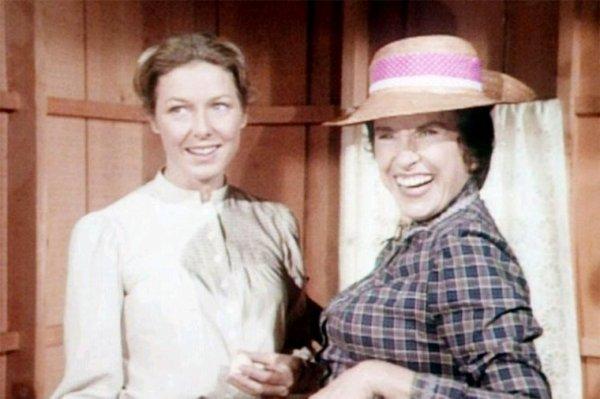 Rip à l actrice katherine Macgregor connu pour avoir jouer le rôle d harriet oleson dans la petite maison dans la prairie , elle est décédée hier à l âge de 93 ans. Repose en paix