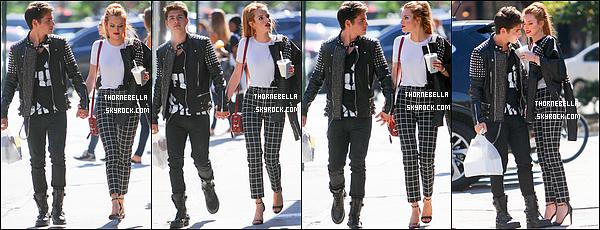 15/09/15 : Pour pas changer, Bella s'est rendue à un défilé, celui de Vera Wang pour la Fashion Week, à New York. Quelle pure beauté ! Les cheveux lissés et le rouge à lèvres rouge sont sublimes sur elle ! + La tenue est sympathique également. Top ![/font=Arial]