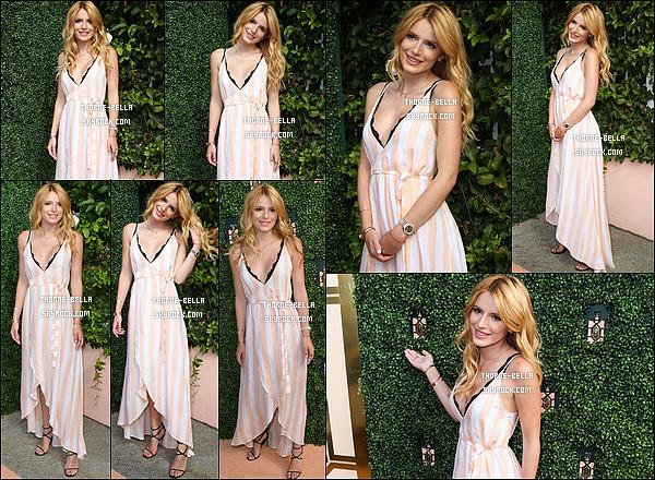 06/08/15 : Mademoiselle Bella s'est rendue au lancement d'un tout nouveau parfum dans West Hollywood. B. était absolument magnifique dans cette robe ! La couleur va bien à son teint et les motifs sont très sympas. J'adhère à fond ![/font=Arial]