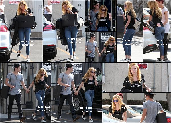 09/09/15 : Bella et son Gregg profitaient de leur temps libre pour faire un peu de shopping, dans Los Angeles. Elle portait une tenue simple mais efficace. J'adore ses chaussures. On peut aussi voir qu'elle n'était pas maquillée mais elle reste belle.[/font=Arial]