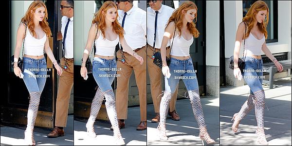 17/09/15 : Dernier défilé de la Fashion Week de New York City pour Bella, qui a choisit d'aller à celui de Macy's. Malheureusement, ce n'est pas vraiment la fin puisqu'elle se rend à celle de Londres. On va encore avoir de quoi faire ! Bof la tenue..[/font=Arial]