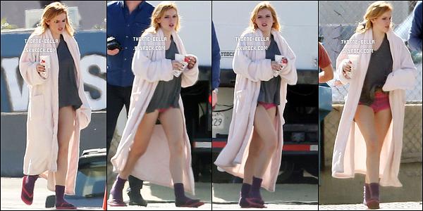 11/02/16 : Bella a été aperçue sur le set de son prochain film, Amityville : The Awakening, dans Los Angeles. Je ne sais pas si Bella va porter cette tenue, mais elle n'est pas exceptionnelle. Au moins, on a des nouvelles, ça fait plaisir. Top ou flop ?[/font=Arial]