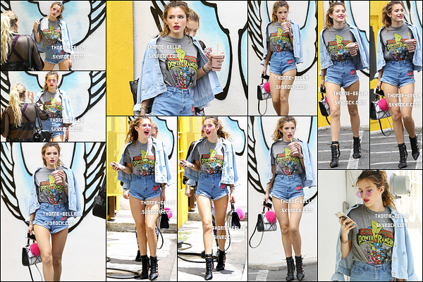 15/06/16 : Notre chère starlette a été aperçue, boisson en mains, se baladant dans les rues de Los Angeles. Elle en a profité pour faire un photoshoot personnel. J'adore la tenue qu'elle porte et le rouge à lèvres lui va à merveille. Des avis ?[/font=Arial]