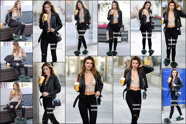 14/06/16 : Miss perfection a été photographiée seule alors qu'elle se promenait dans les rues de Los Angeles . Wahou, j'ai un énorme coup de coeur pour sa tenue, qui est absolument parfaite. Je n'en peux plus, elle est trop belle. Vous aimez ?[/font=Arial]