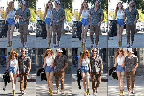 20/10/16 : La mistinguette et Tyler ont été aperçus se rendant au Sweet Butter dans Sherman Oaks, à LA. Nouvelle sortie ensemble, de quoi faire taire les rumeurs de séparation. Je ne sais pas vous, mais moi, je n'aime pas ce couple...[/font=Arial]