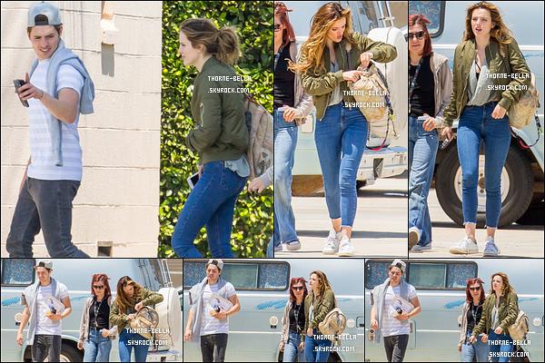 23/05/16 : Bella et Gregg ont été aperçus par les paparazzis avant d'aller faire le grand saut, dans Los Angeles. En effet, pour leur un an de relation, ils se sont organisés un saut en parachute. Quelle journée mémorable pour une si belle ocassion ![/font=Arial]