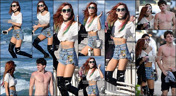 18/12/2016 : Notre jolie Bella Thorne a été aperçue - en compagnie de Charlie Puth - sur une plage de Miami !Plus tard dans la soirée, miss Thorne était également présente au « Y100 Jingle Ball » dans la ville Sunrise, toujours dans l'état de Floride.