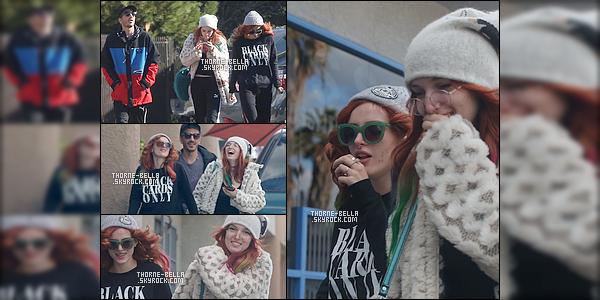 24/12/2016 : Bella.T a été aperçue - en ce réveillon de Noël - dans une rue visiblement froide de Los Angeles !Je n'aime pas trop la tenue de notre Bella - un peu trop fade à mon goût - elle nous avais habitué à largement mieux. C'est donc un bof...