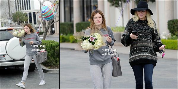 10/05/16 : Miss Thorne a encore été vue sur le tournage de son nouveau film You Get Me, dans Los Angeles. C'est dans une tenue de sport que nous retrouvons notre rousse préférée. On peut voir que le tournage lui prend beaucoup de temps.[/font=Arial]