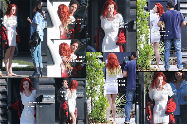 19/11/16 : Bella a été aperçue alors qu'elle quittait le domicile de son cher et tendre Tyler, dans Los Angeles. Les deux ont rapidement repéré les paparazzis. Je ne suis vraiment pas fan de ce couple, mais du moment que Bella est heureuse.[/font=Arial]