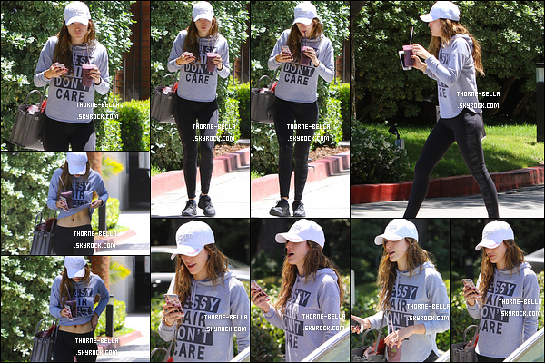 02/05/16 : Notre rousse adorée a été aperçue par les paparazzis en train de se promener dans Studio City. Avant, elle a été à sa séance de sport quotidienne puis, elle a été dans un café pour acheter son café glacé. Assez sympa la tenue.[/font=Arial]