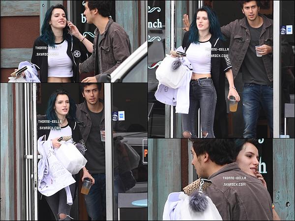 05/02/17 : Bella a été vue quittant un restaurant en compagnie de l'acteur américain, Nat Wolff dans Los A. Je sens déjà les rumeurs et les insultes envers Bella... Mais vu les photos, on voit clairement qu'ils ne sont pas ensemble.+ Un top.[/font=Arial]