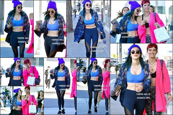 04/02/17 : Bella et sa soeur chérie Dani ont été aperçues quittant leur cours de sport dans West Hollywood. Notre actrice a accordé sa tenue à ses cheveux. Je n'ai pas grand chose à dire dessus, mais elle passe. Vite une sortie à l'ancienne ![/font=Arial]