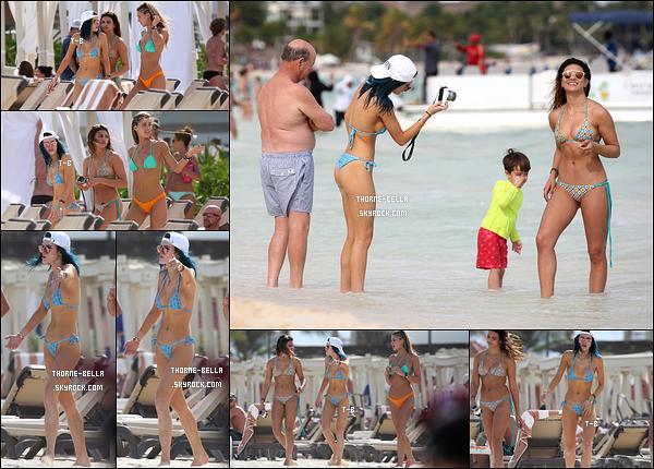 17/02/17 : Bella Thorne et ses amies ont été aperçues profitant du soleil et de la plage de Cancun. (Mexique) Même sortie que la veille mais différent maillot de bain pour B. Celui-ci est un peu plus échancré que l'autre. Lequel préférez-vous ? [/font=Arial]