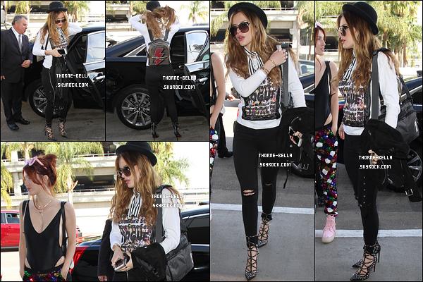 06/04/16 : Notre Bella et sa grande soeur Dani ont été aperçues arrivant à l'aéroport LAX, direction Miami. Les deux ont décidé de s'accorder une petite pause et partent donc au soleil. J'aime beaucoup la tenue que porte Bella. Un top ![/font=Arial]
