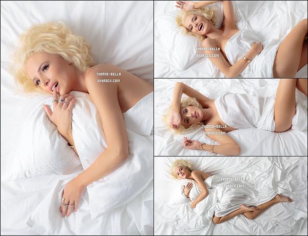 Découvrez un photoshoot que Bella a réalisé pour le magazine Harper's Bazaar. Bella assume sa féminité en posant avec une perruque blonde et nue sous les draps. Que pensez-vous du shoot? Perso, j'aime!