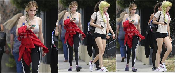 15/05/17 : Bella T, sa soeur Dani et Kyra se sont rendues à un cours de pilate, dans un quartier de Los Angeles. Bella ne perds pas de temps et se remet au sport avant de repartir en tournage. Bien évidemment, je n'ai aucun avis sur sa tenue. Vous ?[/font=Arial]