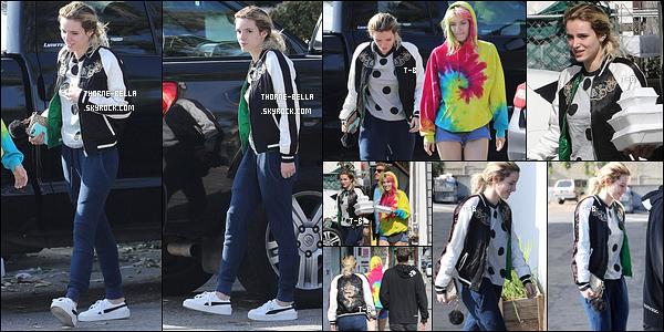 27/05/17 : Bella Thorne et sa soeur chérie, Dani, ont été aperçues par les papz dans les rues de Los Angeles. Elles en ont profité pour se rendre à un restaurant de sushis afin d'en acheter à emporter. Concernant la tenue, c'est un flop pour moi.[/font=Arial Black]