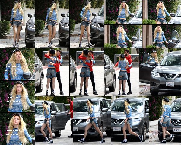 11/06/17 : Bella a été vue quittant le studio d'enregistrement de Dan Farber, dans un quartier de Los Angeles. Elle a annoncé que ce qu'elle enregistre devrait bientôt sortir sur le net. Je suis vraiment très impatiente d'entendre ça. Quant à vous ?[/font=Arial Black]