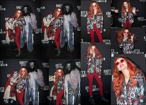 29/09/17 : Bella T s'est rendue au Knott's Scary Farm Celebrity Night, soirée qui s'est déroulée à Bueno Park. J'aime beaucoup la tenue que porte Bella. J'aime un peu moins le maquillage mais ce n'est qu'un petit détail. Un plaisir cette sortie ![/font=Arial]