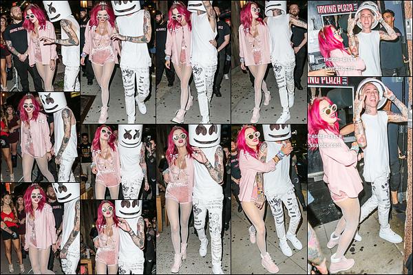 08/07/17 : Le soir, elle a été vue avec Blackbear alors qu'ils allaient à un concert organisée au Irving Plaza. (NY) C'est vêtue de rose que notre pine-up a été photographiée. J'aime bien la tenue même si trop de rose tue le rose. Et vous, vous aimez ?[/font=Arial]