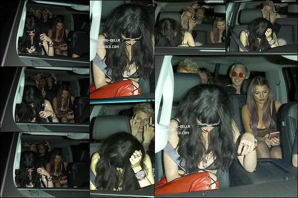 07/08/17 : Très tard dans la soirée, Bella et quelques amis quittaient le club Peppermint, dans West Hollywood. Comme vous pouvez le voirconstater, Bella a revêtue la perruque qu'elle a dû porter pour le film Break My Heart 1000 Times. Berk...[/font=Arial]